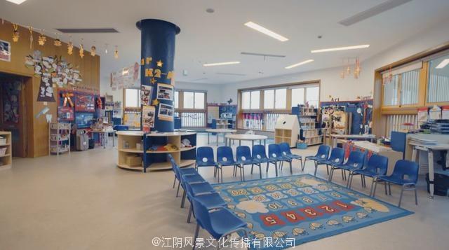 他将鲁迅笔下的三味书屋移植到这座幼儿园中